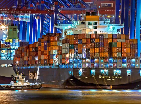 Bild Hafen Hamburg bei Nacht von Julius Silver auf Pixabay